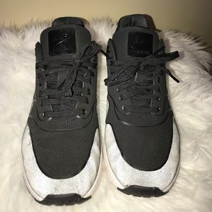 Ladies Nike Shoes Size 9.5